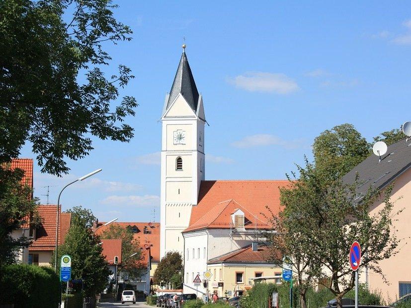 Außenansicht der Wallfahrtskirche St. Wilgefortis in Neufahrn