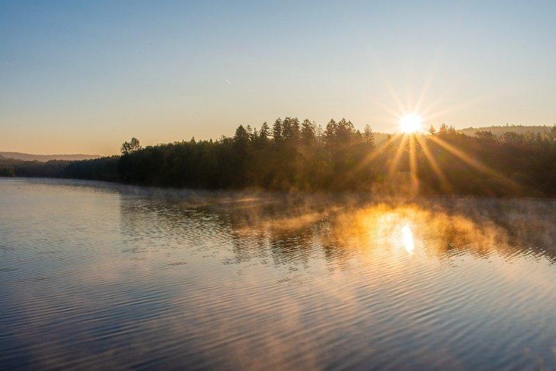 Morgennebel über dem Möhnsee