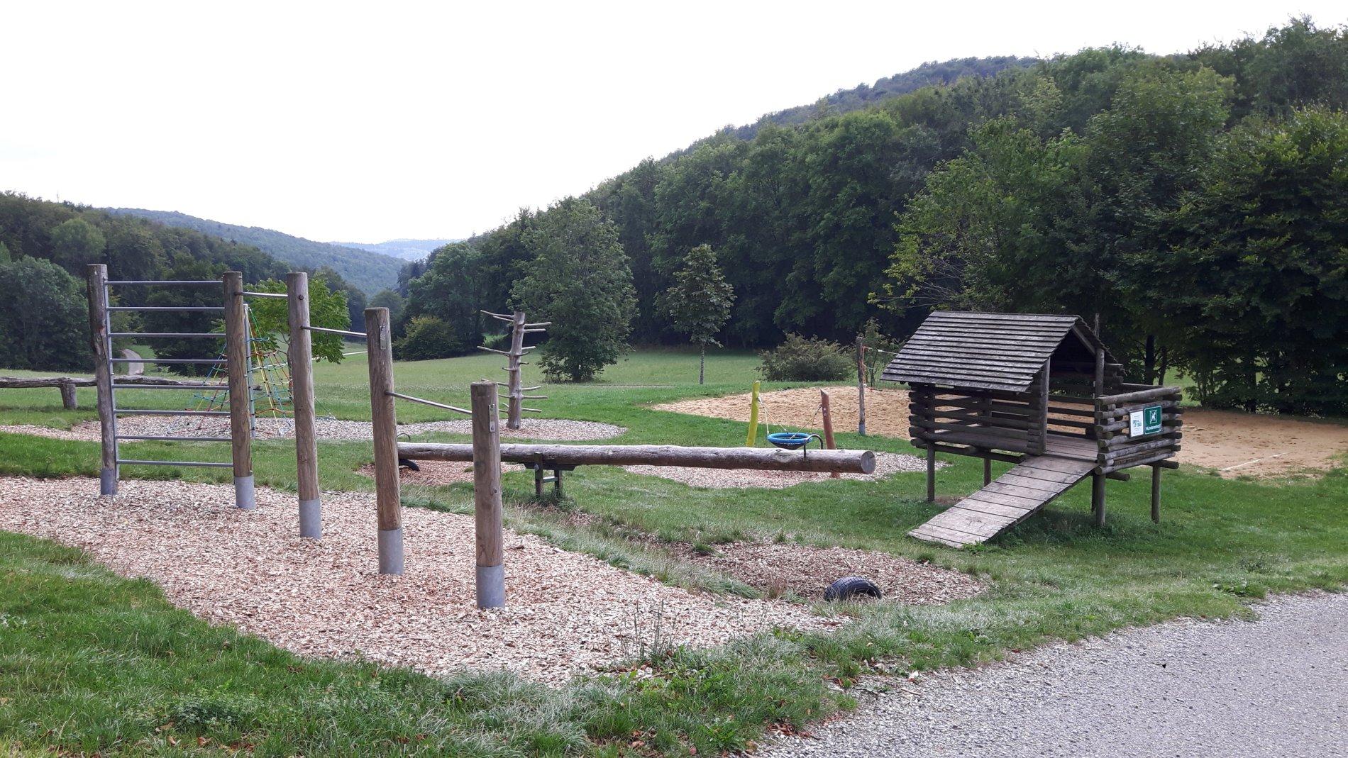 Spielplatz Köbele mit Wippe und Klettergerüst