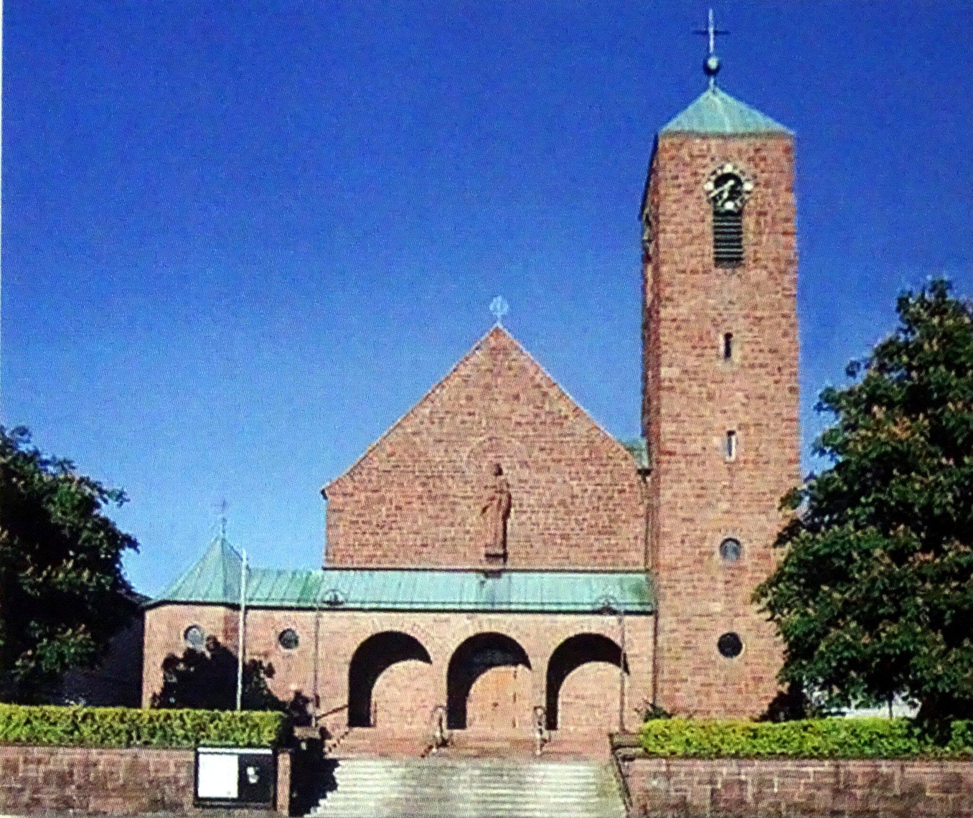 Zu Sehen ist die St Josef Kirche Pfaffenrot von außen