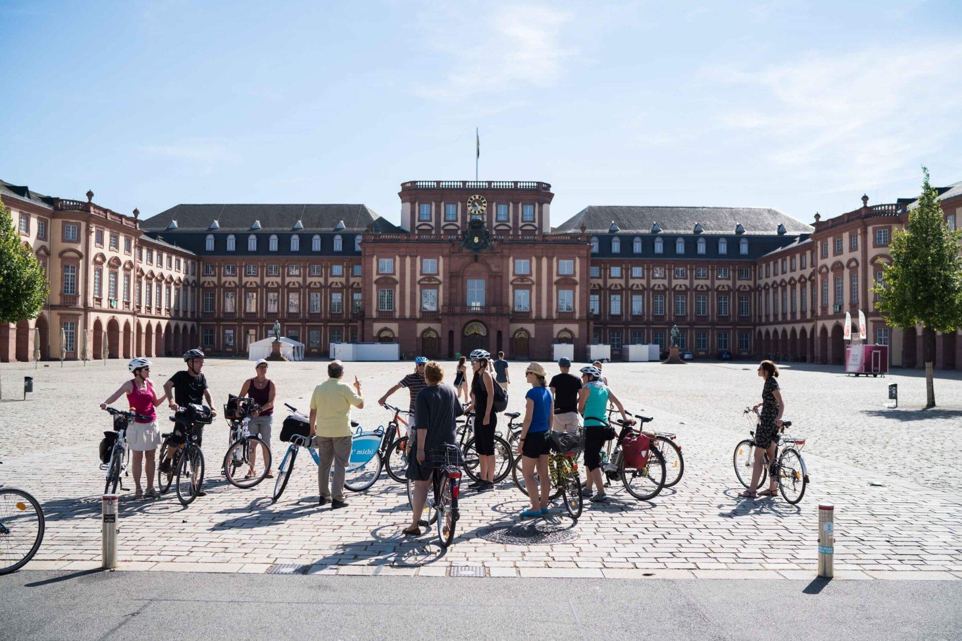 Ehrenhof des Mannheimer Barockschlosses
