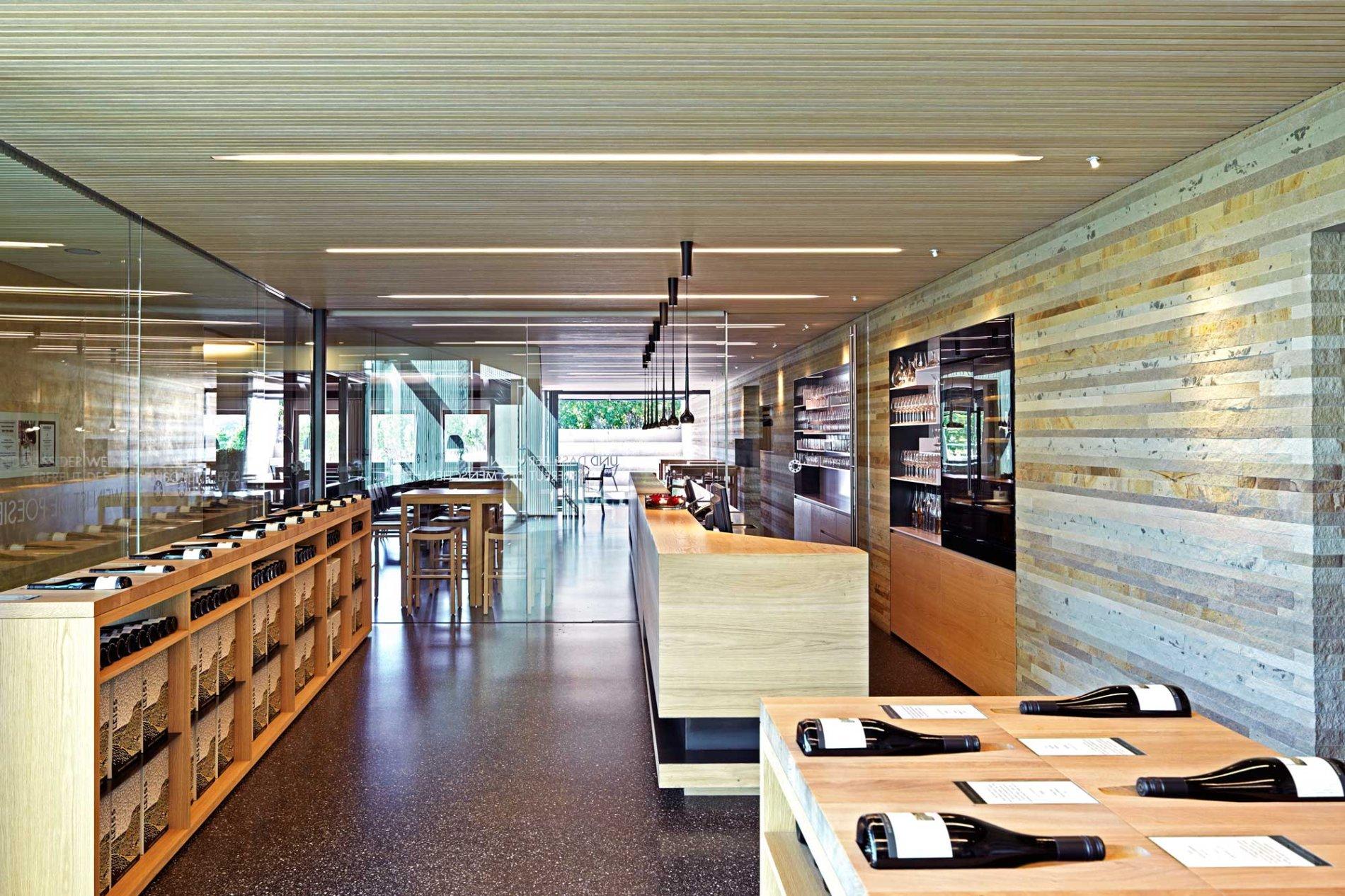 Weinverkaufsraum im Weingut Leiss