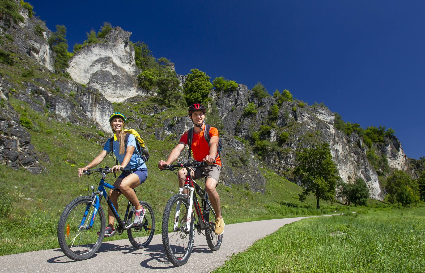 Radfahrer auf dem Schwarze-Laber-Radweg