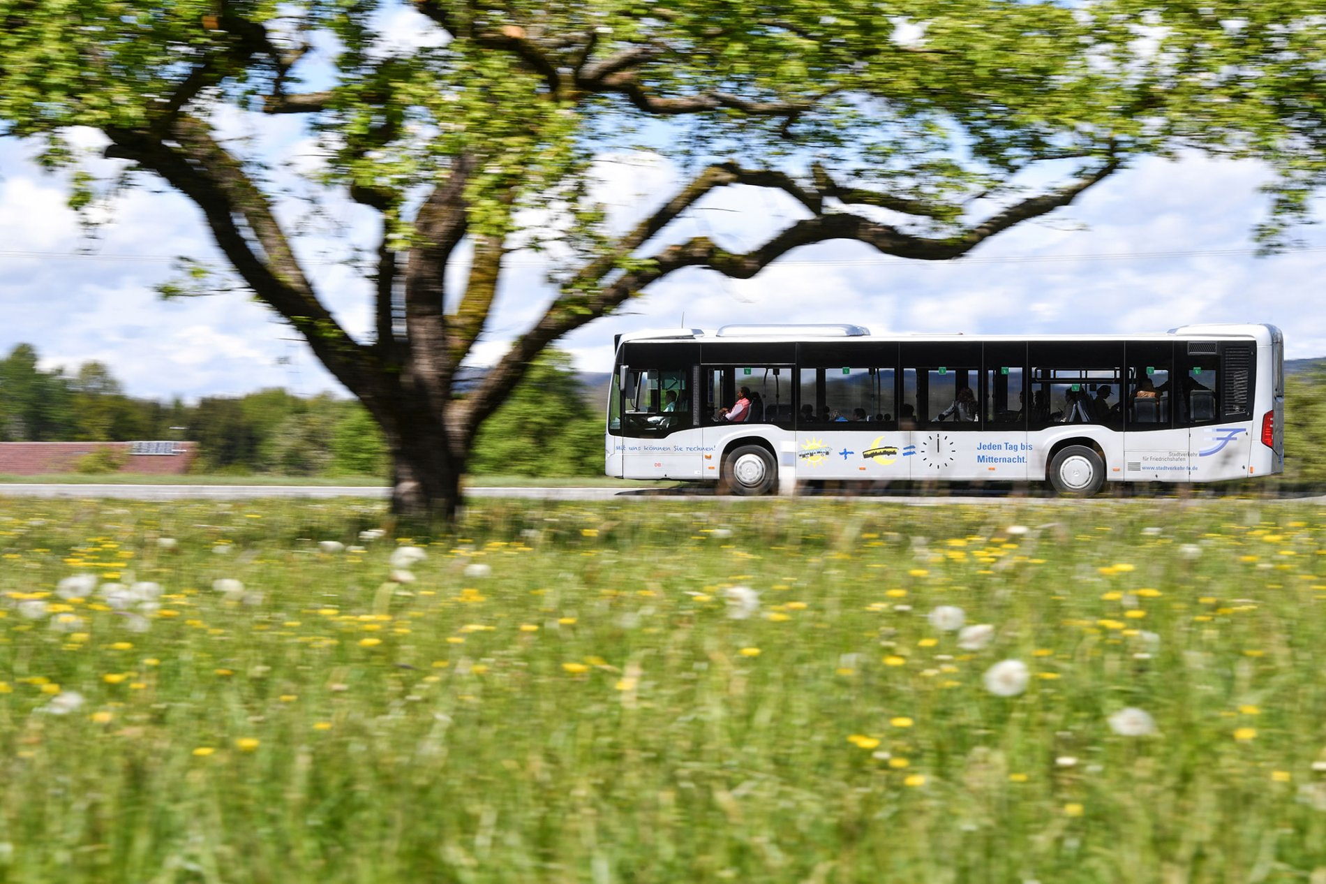 Fahrender Bus