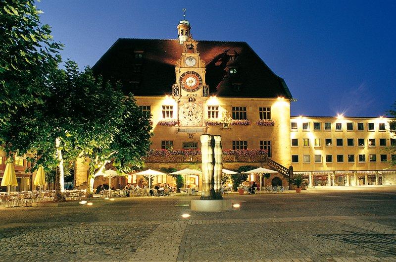 Historisches Rathaus bei Nacht
