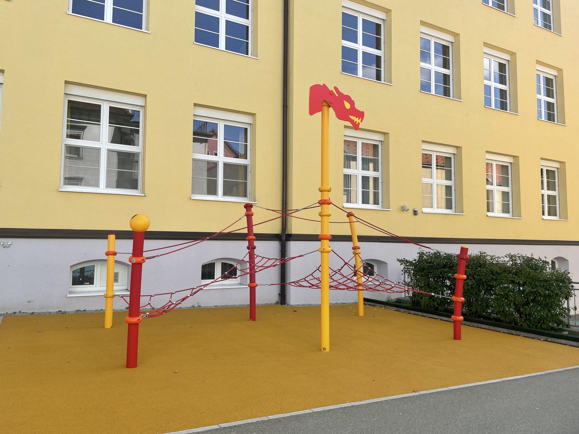 Spielplatz Kirchgrabenschule-Super zum Klettern!