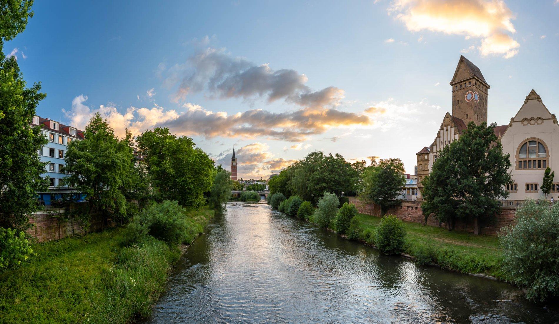 Das EMMA Kreativzentrum mit seinem beeindruckenden Turm und Architektur liegt direkt am Fluss Enz