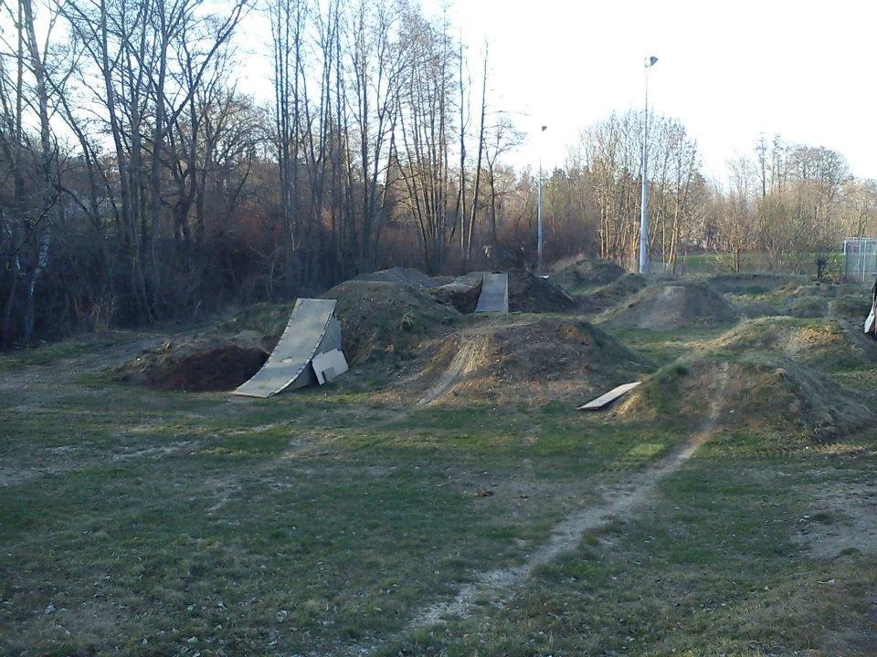 Dirt-Bike-Anlage