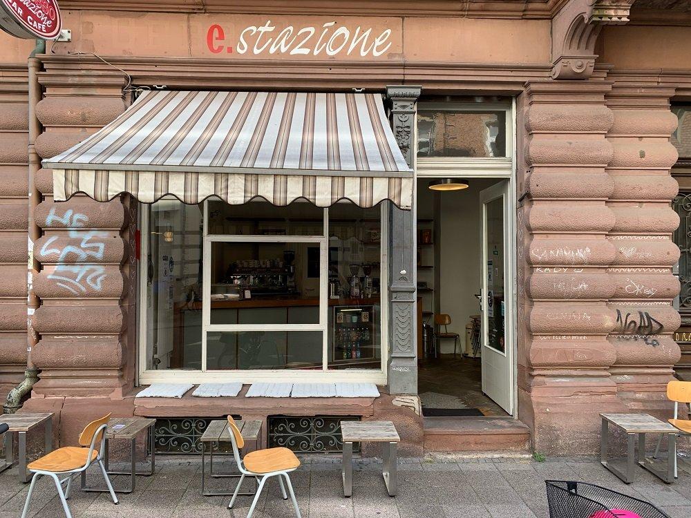 Espresso Stazione cremiger Café