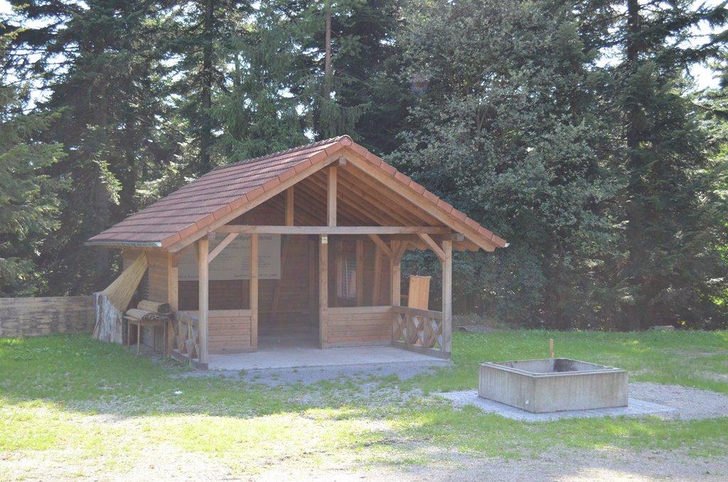 Grillhütte beim Reitplatz in Rotensol.