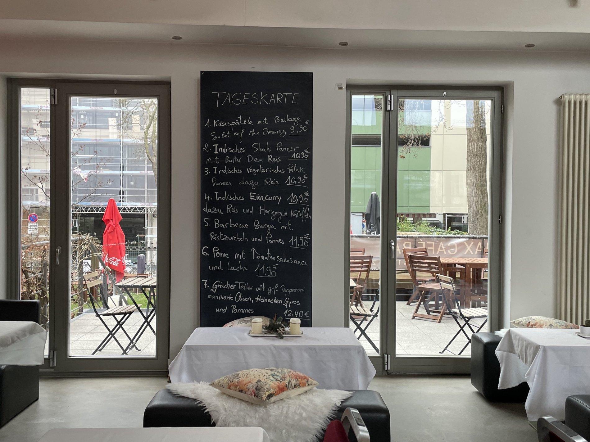 Max Café Bar gedeckter Tisch