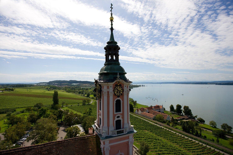 Blick auf die Basilika Birnau mit dem Bodensee mit Alpensicht