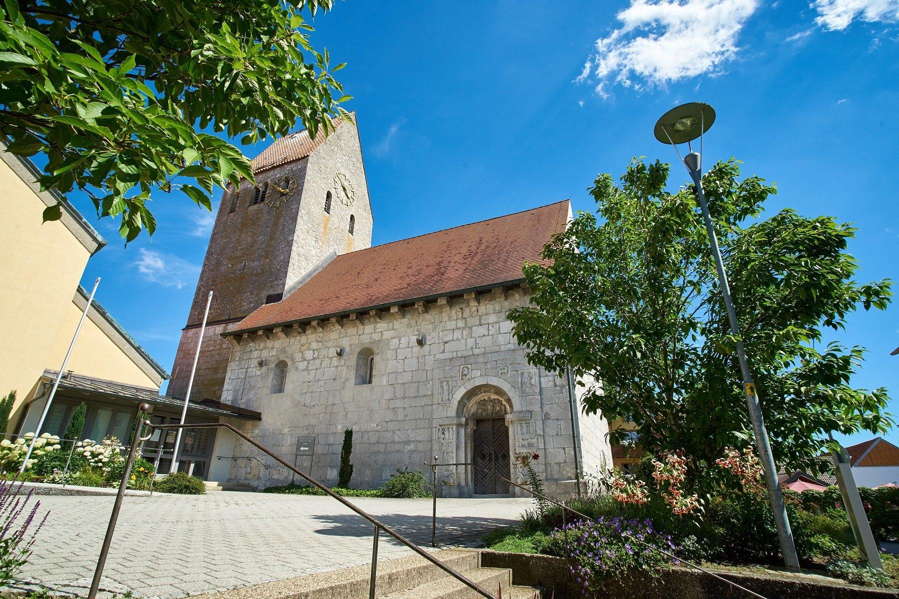 Die alte romanische Pfarrkirche St.Andreas in Bad Gögging