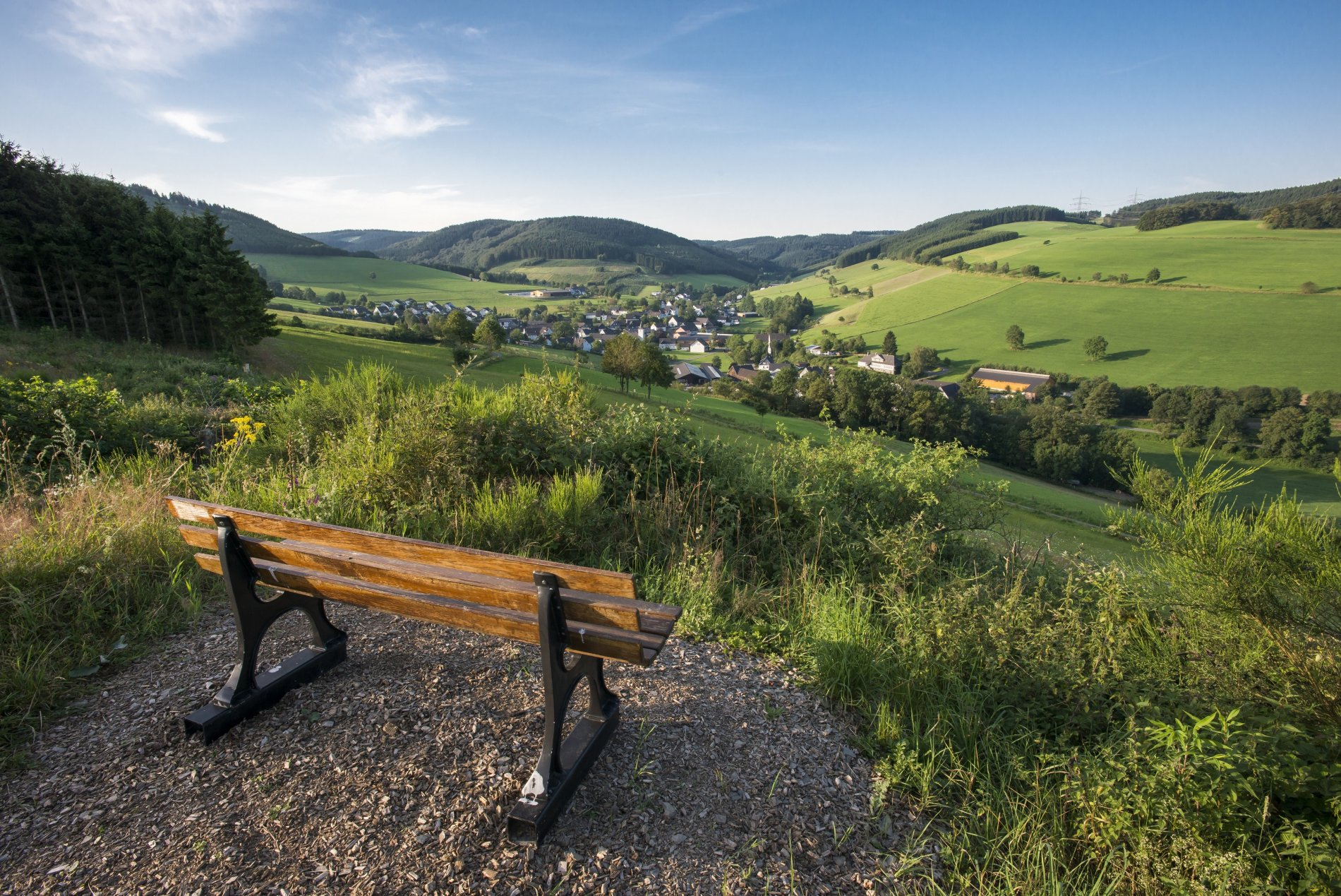 Panoramablick auf das Bundesgolddorf Oberhenneborn