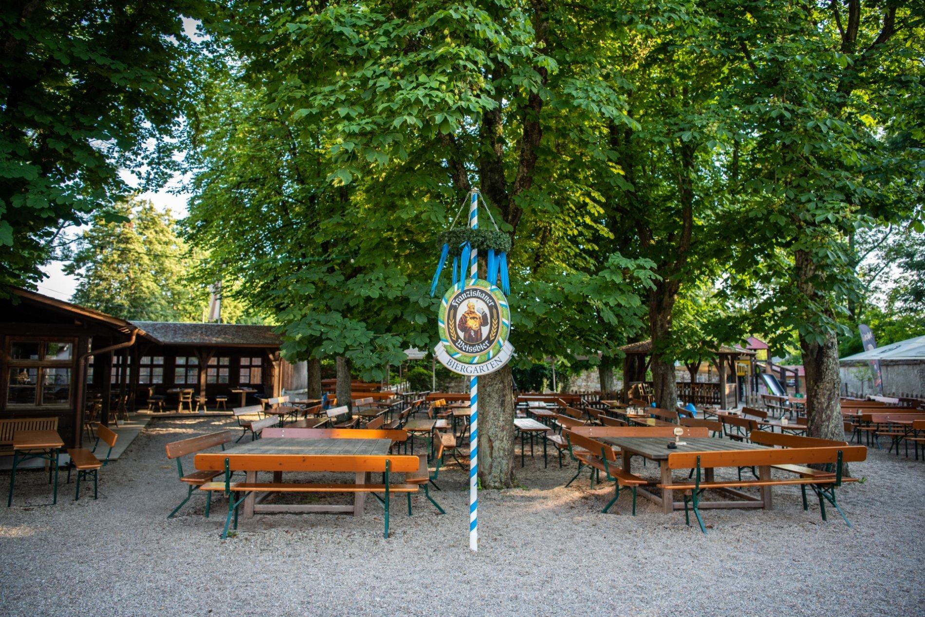 Herzlich willkommen im urigen Klosterbiergarten Biburg im Hopfenland Hallertau.