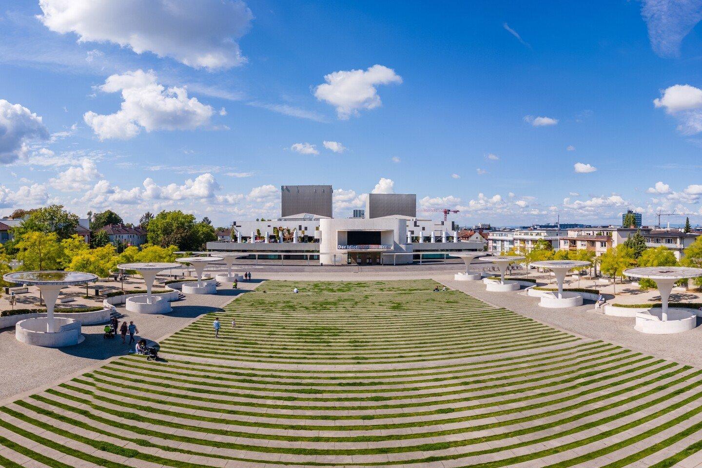 Darmstadt - Georg-Büchner-Platz mit Staatstheater