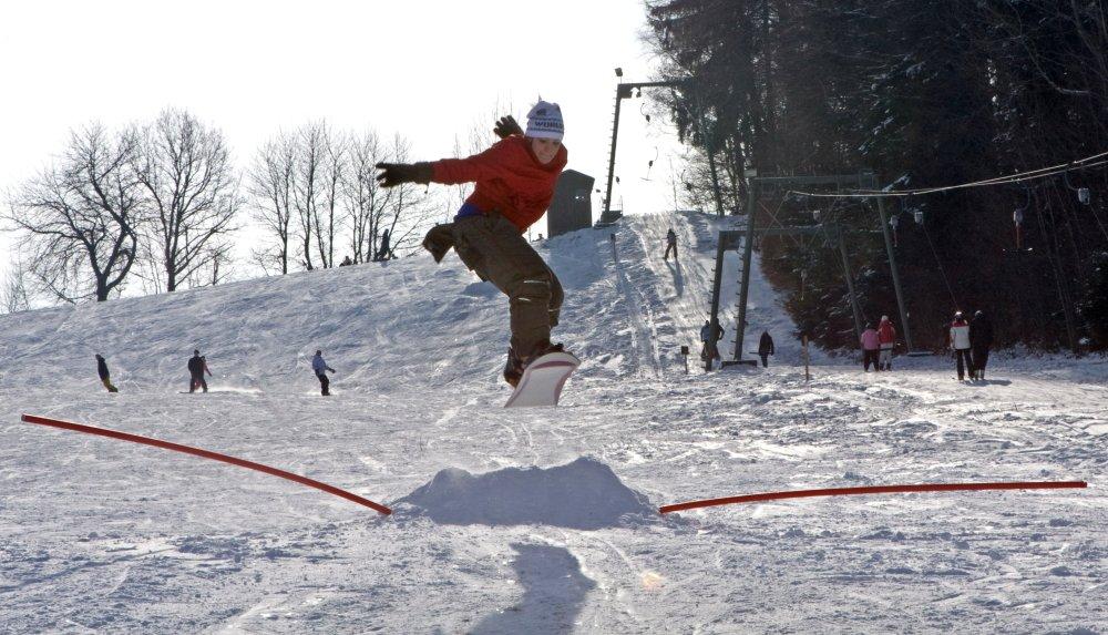 Snowboarder beim Skilift in Falkenstein im Vorderen Bayerischen Wald
