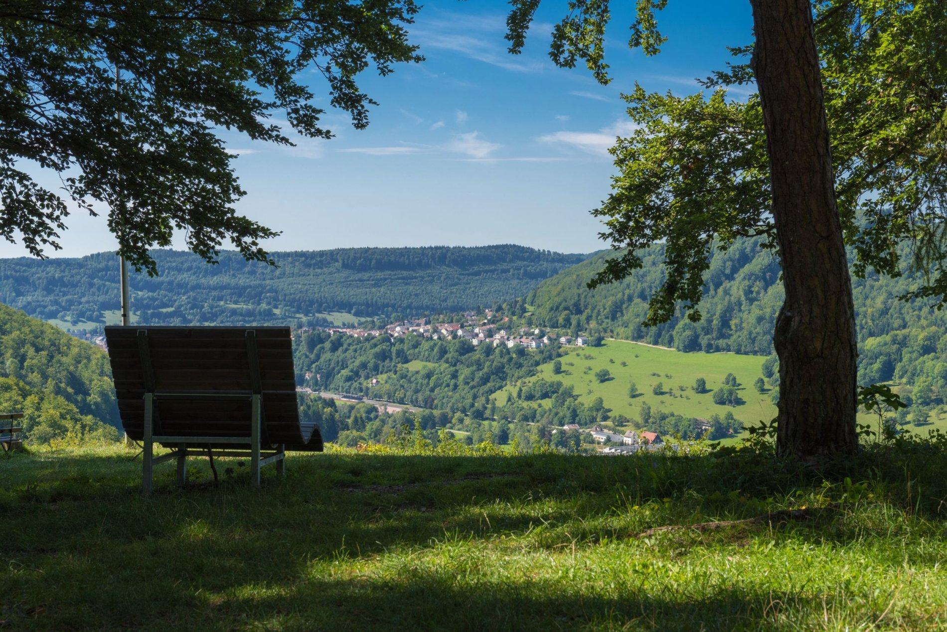 Grandioser Ausblick auf Albstadt-Tailfingen vom Schönhaldenfelsen