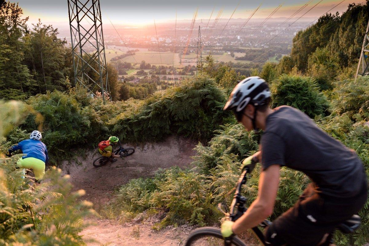 Sonnenuntergang am Strommasten-Downhill