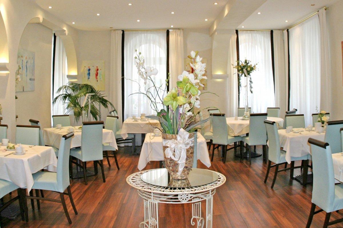 Elegantes Ambiente in den hellen Räumlichkeiten des Restaurants