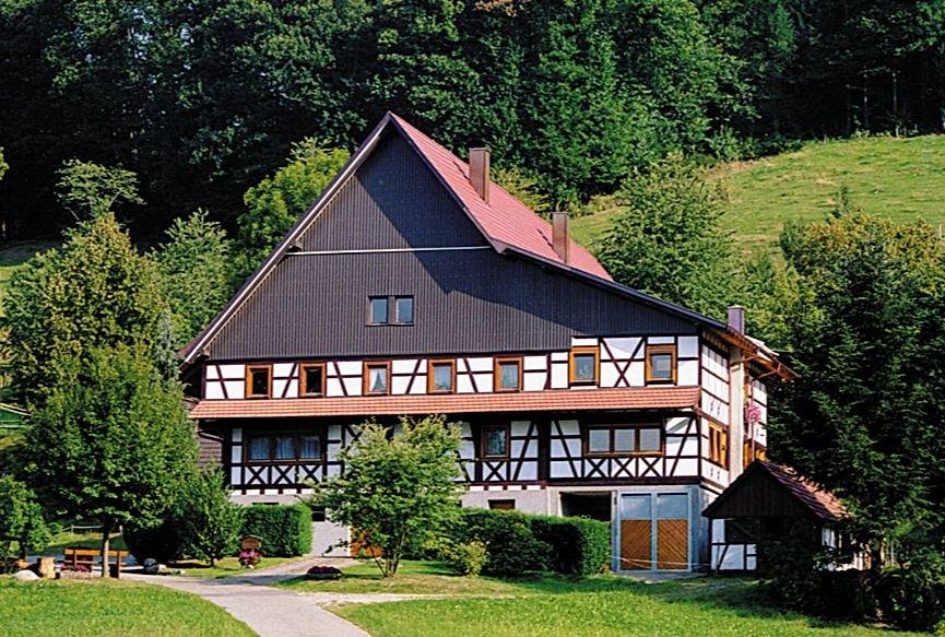 Der idyllisch gelegene Blustenhof