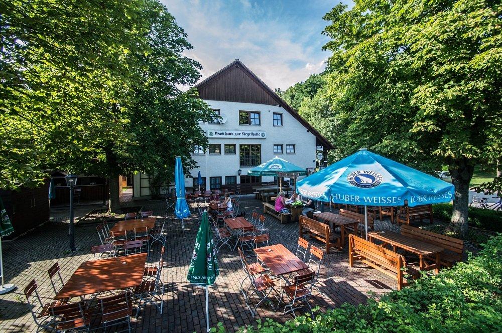Typisch Bayerischer Biergarten im Gasthaus zur Kegelhalle