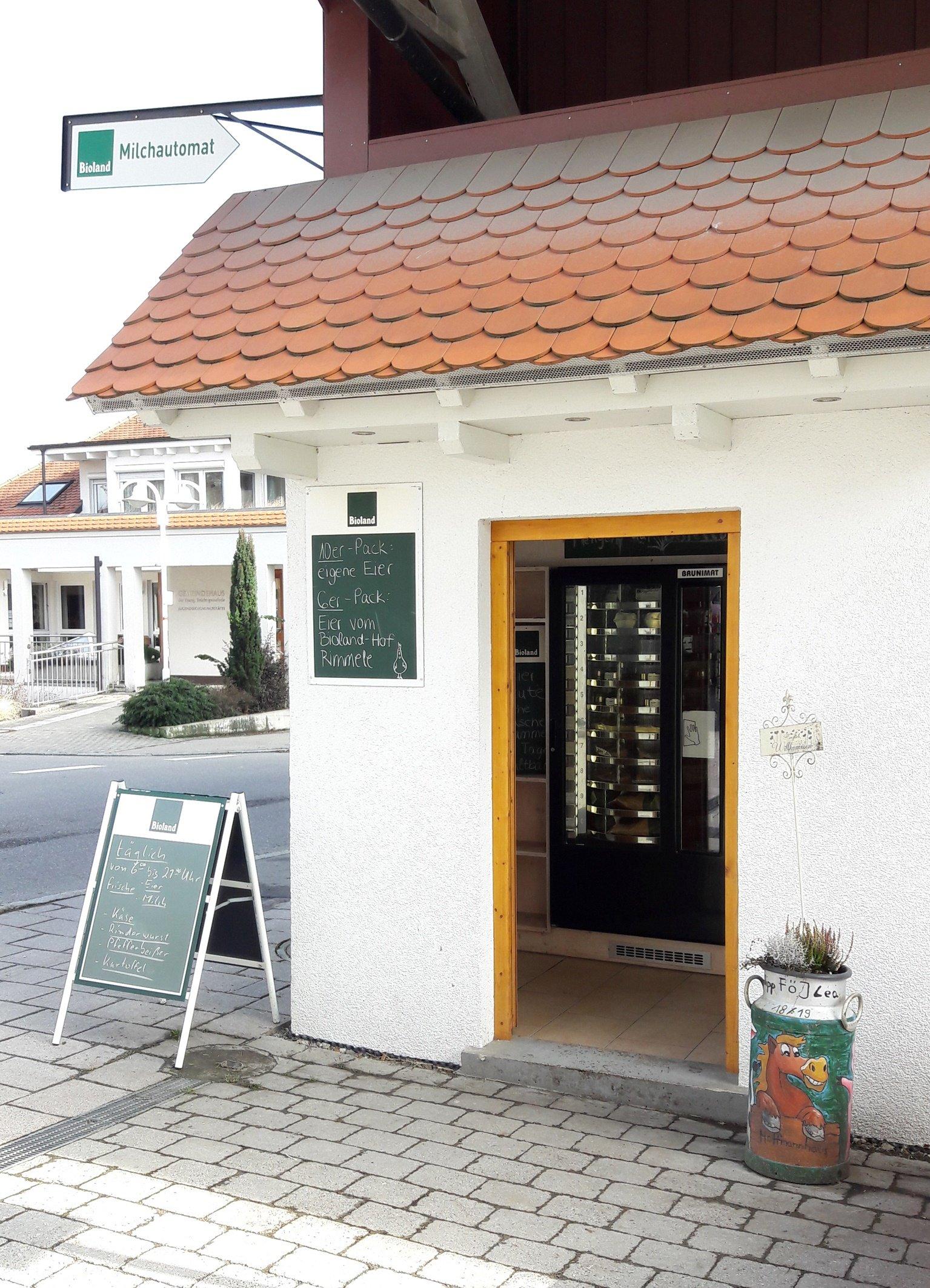 Eingang des Automatenhäuschens am Hoffmannhaus