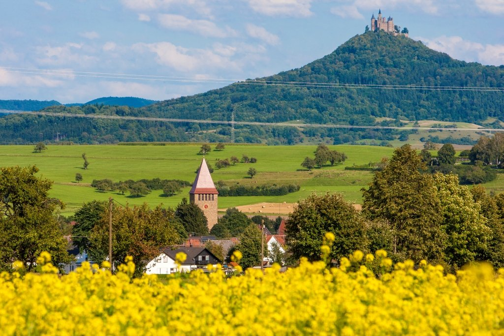 Grosselfingen, idyllisch vor der Burg Hohenzollern