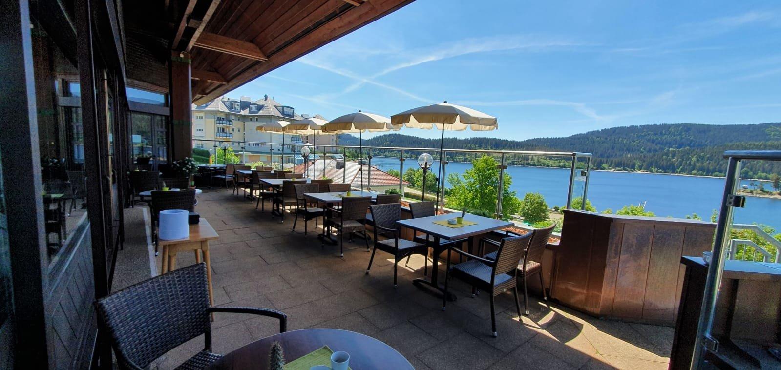 """Terrasse des Kurhaus Restaurant """"Schwarzwaldstube"""""""