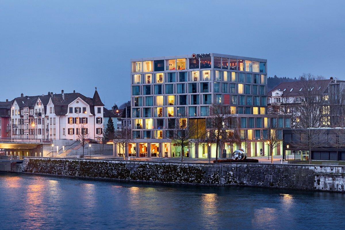 H4 Hotel Solothurn Aussenansicht Nacht