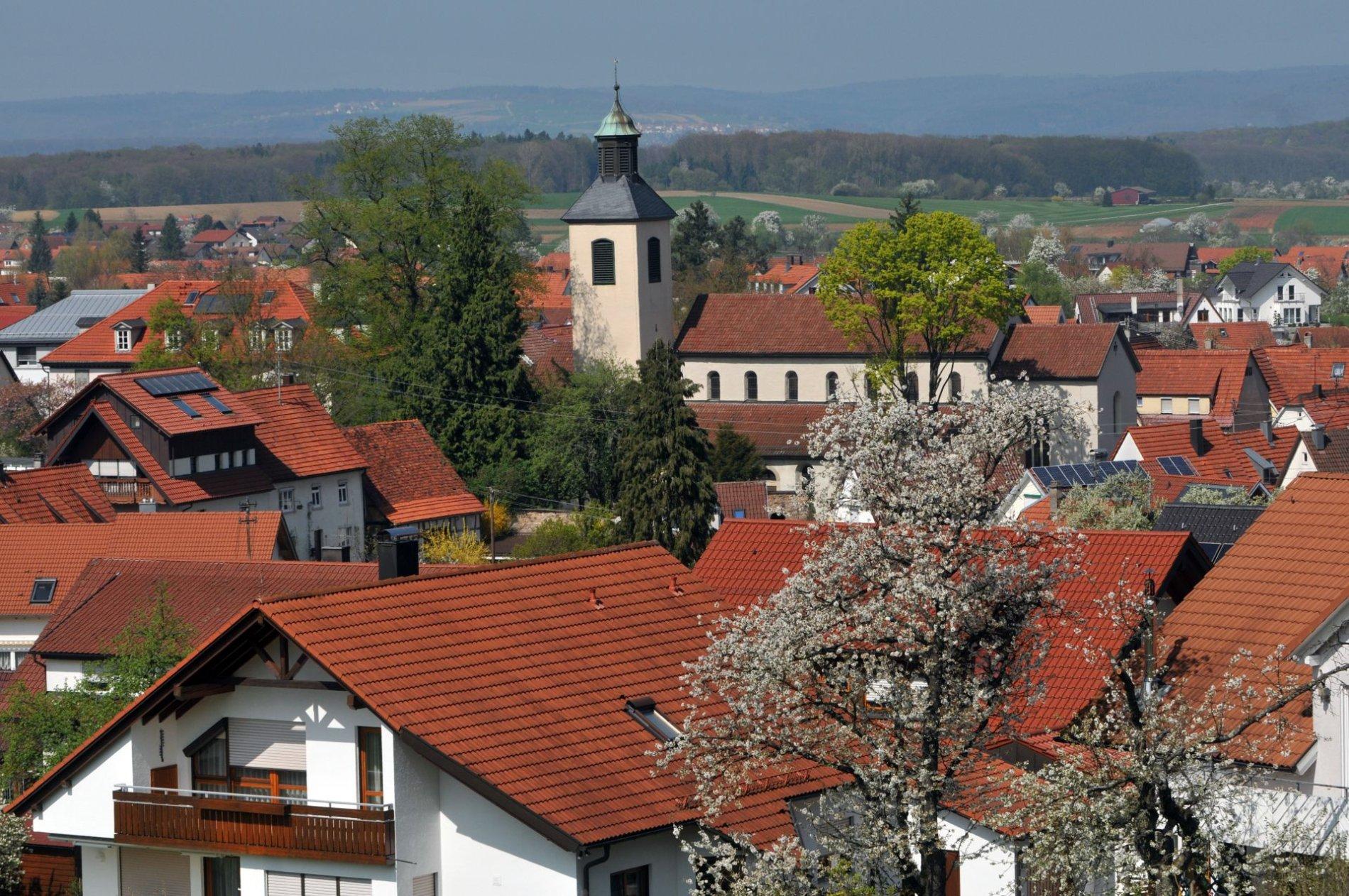 Blick auf Bad Boll mit Kirche