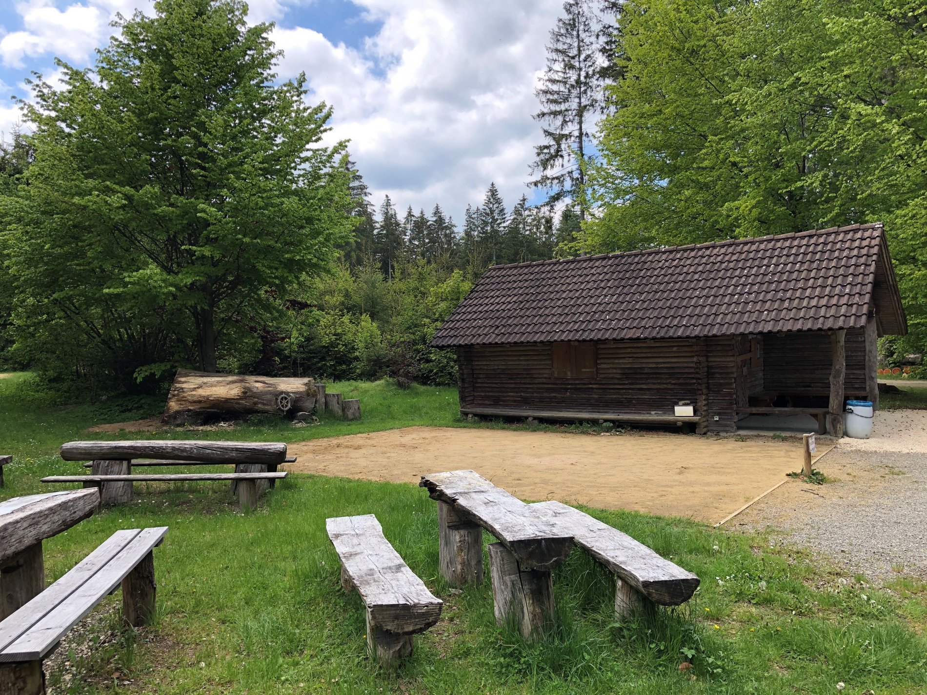 Grill Hütte im Wald