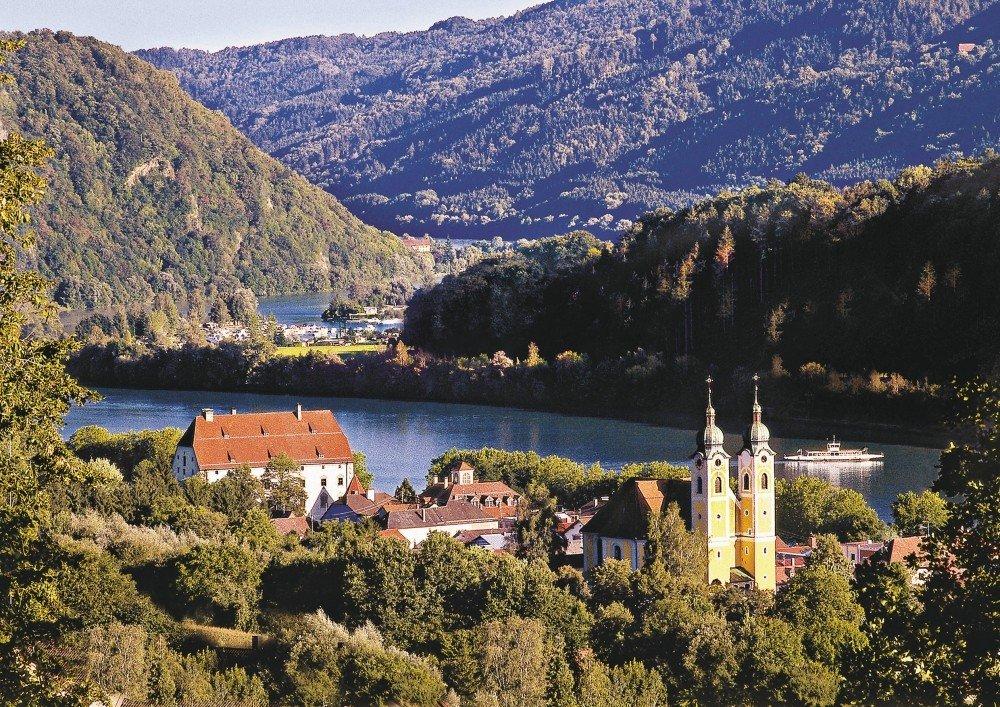 Blick auf den Erholungsort Obernzell in den Donau-Perlen im Bayerischen Wald