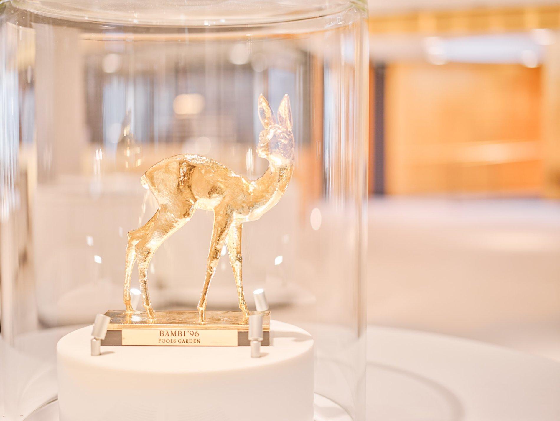 """Medienpreis BAMBI der Gruppe """"Fools Garden"""" in der Ausstellung Gold.Geld.Gesellschaft"""