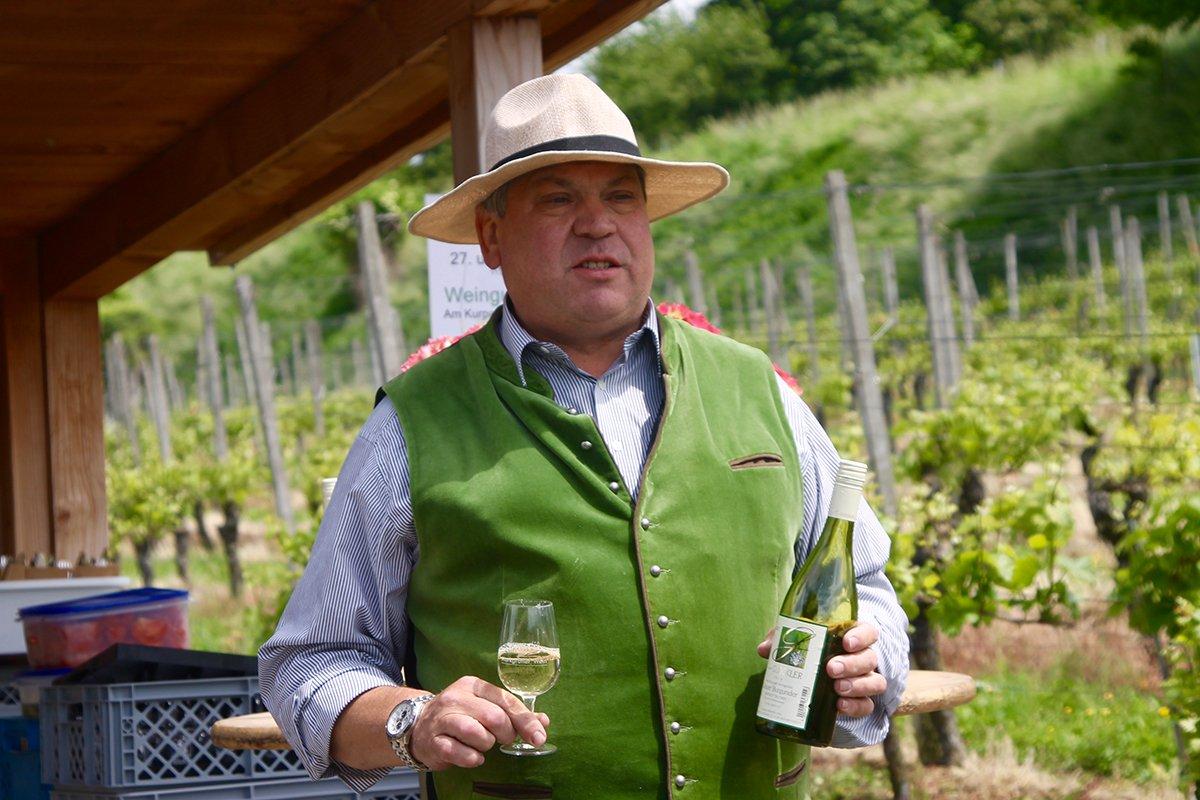 Markus Glöckler bei einer Weinprobe auf dem Rebberg Bad Krozingen