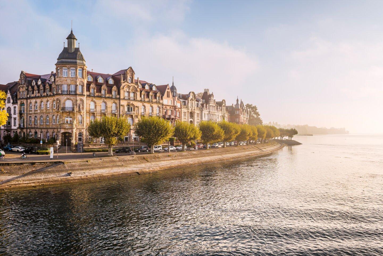 Bodensee und Prachtbauten auf der Seestraße