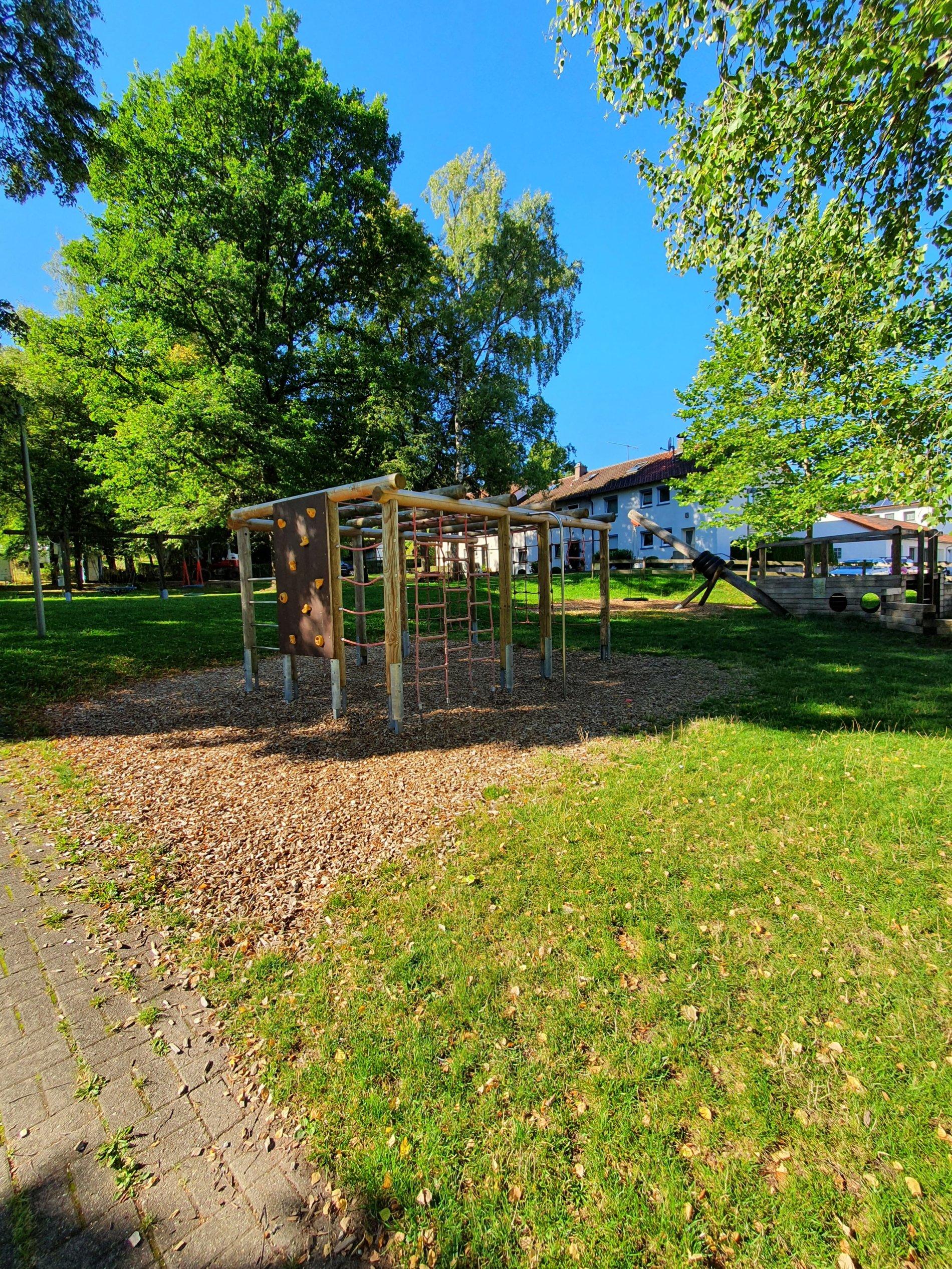 Spielplatz Sudetenweg-Großes Klettergerüst!