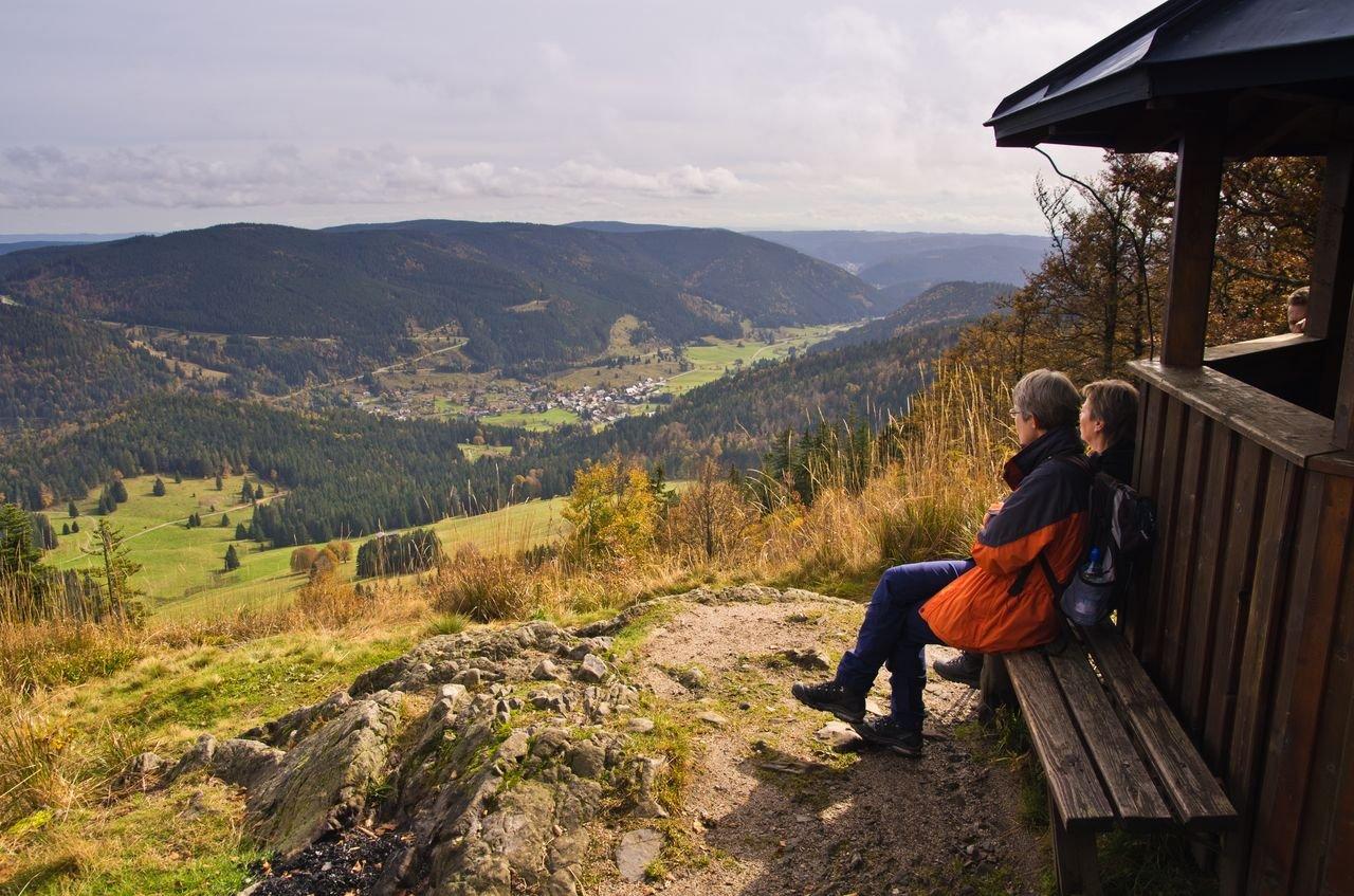 Am Pavillon vom Großen Spiesshorn mit Blick ins Menzenschwander Tal.
