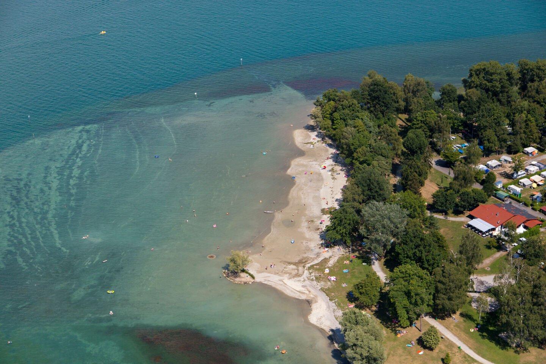 Boot am Ufer des Strandbades Litzelstetten