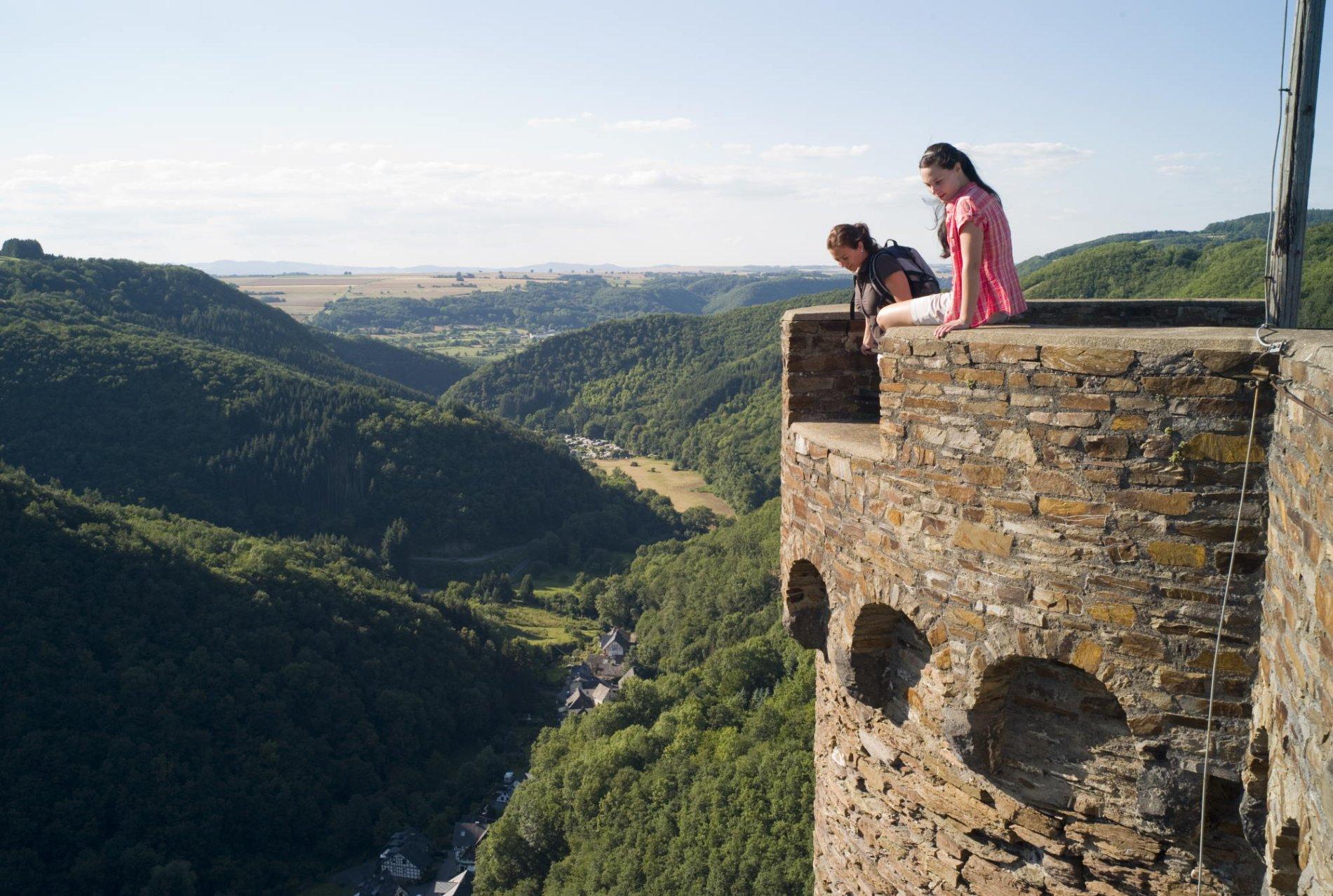 Bergschluchtenpfad Ehrenburg, Auf der Burg
