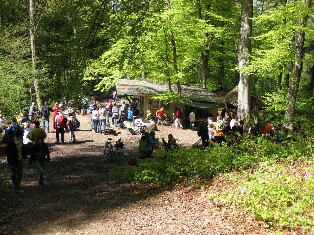 Ski-Hütte im Zollerwald am 1. Mai