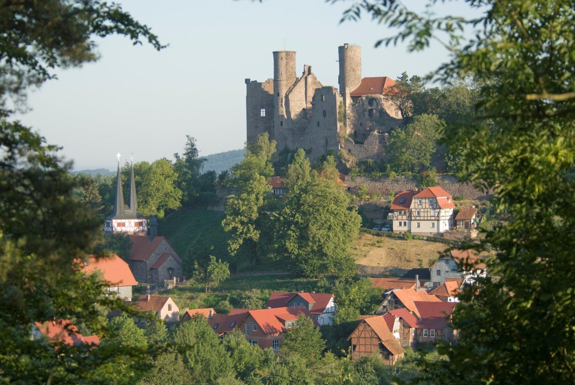Weiter Blick von der Burg Hanstein