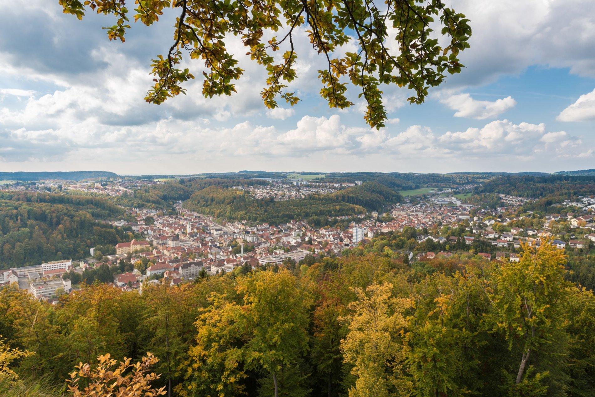Grandioser Blick vom Aussichtsfels Tailfinger Schloss auf Albstadt-Tailfingen