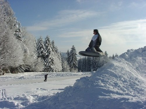 Winterspaß beim Airboarden bietet der Skilift am Geiersberg bei Hauzenberg