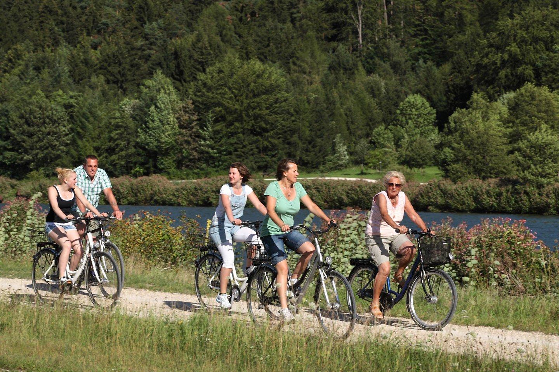 Der Laber-Abens-Radweg verbindet den Abens-Radweg mit dem Labertalradweg
