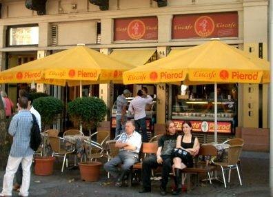 Außenansicht Café Pierod