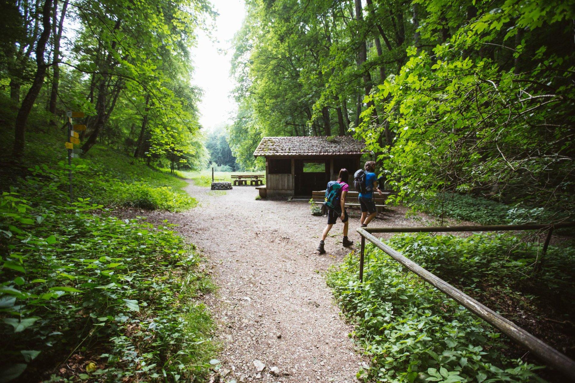 Idyllisch gelegen - Grillplatz Hossinger Leiter mit Schutzhütte am Traufgang Hossinger Leiter