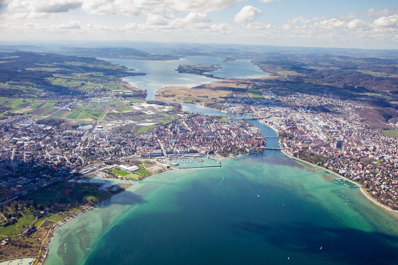 Blick vom Bodensee auf den Konstanzer Hafen