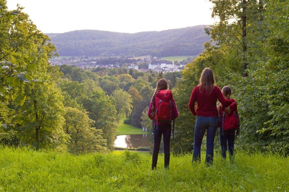 Blick vom Kaleidoskopweg auf den Gräflichen Park Bad Driburg