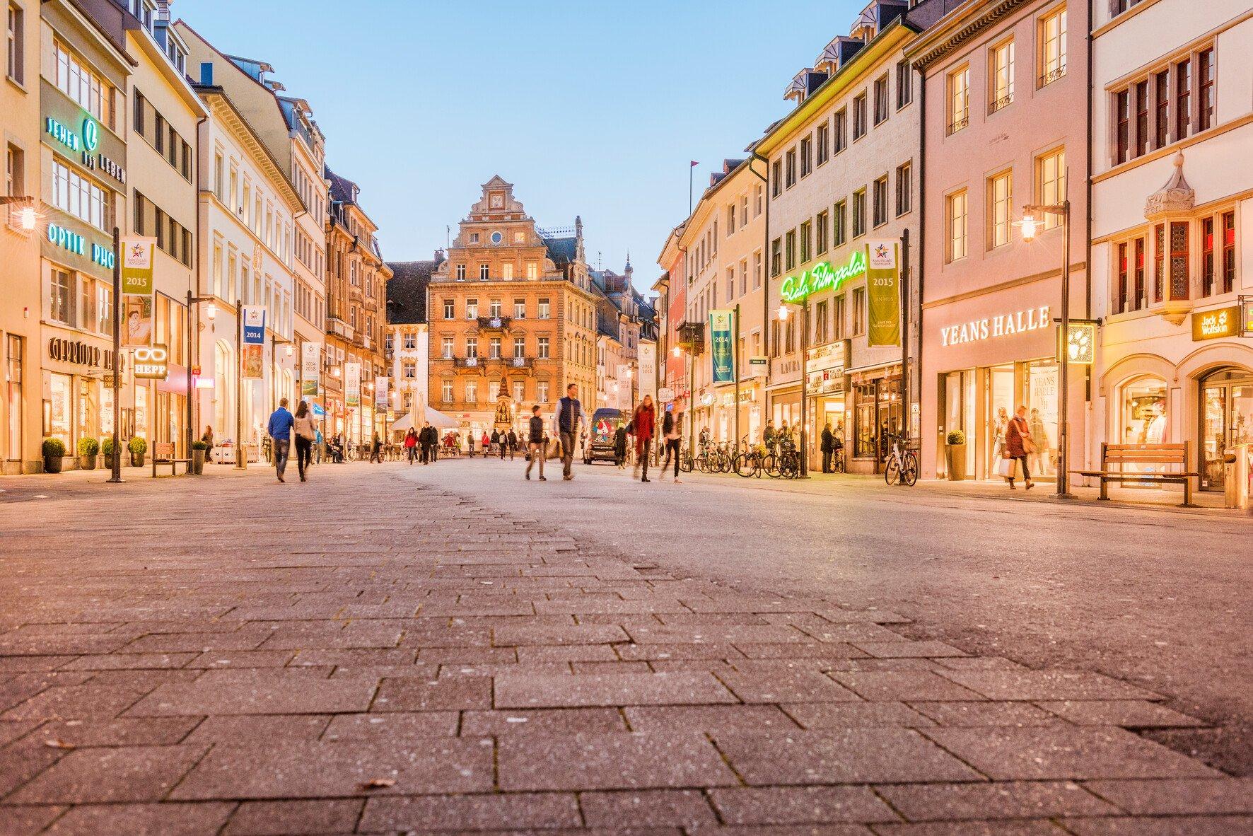 Der Kaiserbrunnen inmitten der Marktstätte